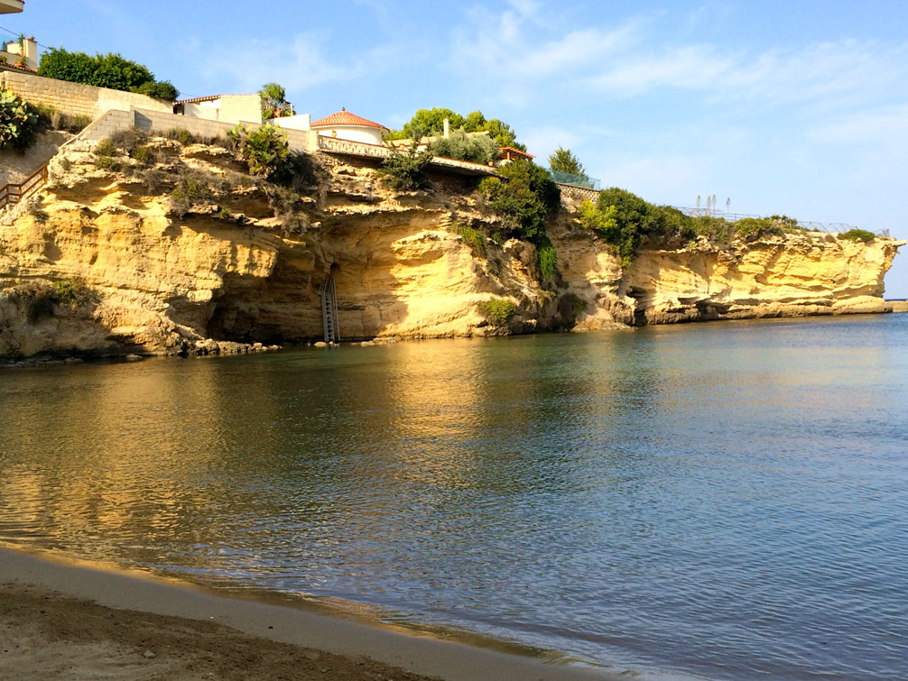 Cliffside in the gorgeous Yoga Retreat of Sicily