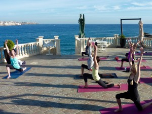 Lunges at the Italian luxury yoga retreat.