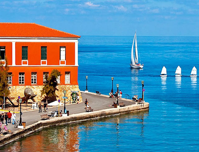 chania harbour on a yoga retreat in Crete