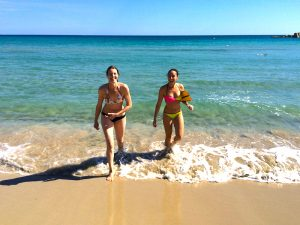 beach time in between yoga classes on a yoga retreat in sicily