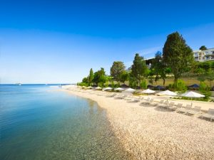 beach-sunbeds-5-star-grand-park-hotel-yoga-retreat-croatia