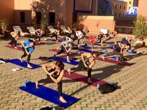 lunge-twisting-luxury-yoga-retreat-morocco