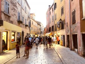 shopping-in-rovinj-town-croatia-yoga-retreat