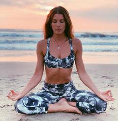 erin-dusek-yoga-teacher-with-yoga-escapes-luxury-retreats